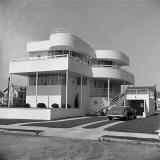 Art Deco Beach House Reproduction photographique par H. Armstrong Roberts