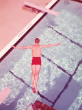 Man Diving Into Swimming Pool, Overhead View Fotografisk tryk af H. Armstrong Roberts