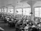 Women in Textile Factory at Sewing Machines Fotografisk trykk av H. Armstrong Roberts