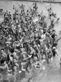 Group of Children in Swimming Pool, Waving, Portrait Lámina fotográfica por H. Armstrong Roberts