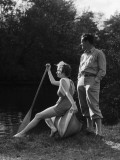 Couple in Canoe on Lake in Summer Fotografisk tryk af H. Armstrong Roberts