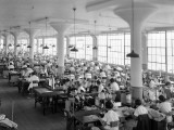 Women in Textile Factory at Sewing Machines Fotografisk tryk af H. Armstrong Roberts