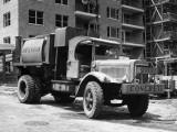 Concrete Truck on Site of Construction Impressão fotográfica por George Marks