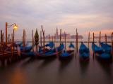 Anchored Gondolas at Twilight, Venice, Italy Fotografisk trykk av Jim Zuckerman