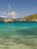 Snorkelers in Idyllic Cove, Norman Island, Bvi Reproduction photographique par Trish Drury