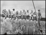 Lunch uppe på en skyskrapa, ca 1932 Print på trä av Charles C. Ebbets