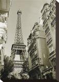 Eiffel Tower Street View, no. 1 Opspændt lærredstryk af Christian Peacock