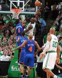 New York Knicks v Boston Celtics - Game One, Boston, MA - April 17: Kevin Garnett and Amar'e Stoude Foto