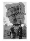 Colorado Springs, CO - Garden of Gods Balanced Rock, Men on Burros Plakater af  Lantern Press