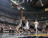 San Antonio Spurs v Memphis Grizzlies - Game Six, Memphis, TN - APRIL 29: Tony Parker and Mike Conl Foto af Joe Murphy