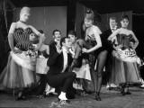 """Cyd Charisse and Roland Petit segment """"Deuil en 24 heures"""": Les Collants Noirs, 1960 Impressão fotográfica por  Limot"""
