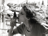 Jane Birkin by the Saint-Tropez Harbor, June 1977 Fotografisk trykk av Luc Fournol