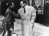 """Charles Aznavour and Lino Ventura (episode """"Homicide point ne seras""""): Le Diable et Les Dix Command Fotografisk trykk av  Limot"""