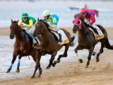 Horse Racing on the Beach, Sanlucar De Barrameda, Spain Fotografisk trykk av Felipe Rodriguez