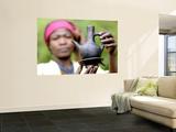 Dorze Woman with Black Coffee Pot Seinämaalaus tekijänä Tom Cockrem