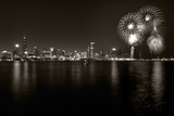 Chicago Lakefront Skyline With Fireworks BW Fotografie-Druck von Steve Gadomski
