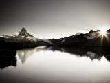 Switzerland, Valais, Zermatt, Lake Stelli and Matterhorn (Cervin) Peak Fotografie-Druck von Michele Falzone
