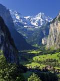 Switzerland, Bernese Oberland, Lauterbrunnen Town and Valley Fotografie-Druck von Michele Falzone