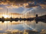 Australia, Tasmania, Hobart; Sunrise over Sandy Bay Marina Reproduction photographique par Andrew Watson