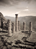 Greece, Delphi (Unesco World Heritage Site), Temple of Apollo Fotografisk tryk af Michele Falzone