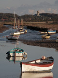 England, Norfolk, Morston Quay; Rowing Boats and Sailing Dinghies at Low Tide Fotografisk tryk af Will Gray