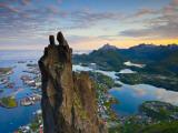 Rock Climbers Scale the Famous Svolværgeita, Svolvaer, Lofoten, Nordland, Norway Fotografie-Druck von Doug Pearson
