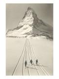 Skiløbere på vej væk fra Matterhorn Plakater