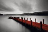 Aterrizaje sobre embarcadero de madera roja Lámina