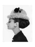 Vogue - August 1964 - Audrey Hepburn in Fur Hat Reproduction photographique Premium par Cecil Beaton