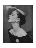 Vogue - August 1954 - Suzy Parker in Profile Premium fototryk af John Rawlings