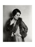 Vanity Fair - August 1929 Premium-Fotodruck von Florence Vandamm