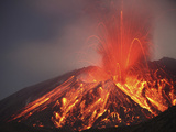 Explosive Vulcanian Eruption of Lava on Sakurajima Volcano, Japan Impressão fotográfica por  Stocktrek Images