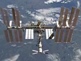 International Space Station Backgropped by a Blue and White Earth Fotografie-Druck von  Stocktrek Images