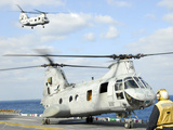 A CH-46E Sea Knight Helicopter Takes Off from the Flight Deck of USS Essex Stampa fotografica di Stocktrek Images,