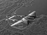 A Lockheed P-38 Lightning Fighter Aircraft in Flight 写真プリント : ストックトレック・イメージ(Stocktrek Images)