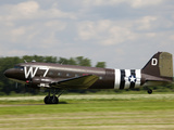 A Douglas Dc-3 in Military Paint Takes-Off from a Grass Airfield Fotoprint av Pete Ryan