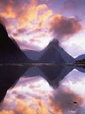 Mitre Peak at Sunset, Milford Sound, Fiordland National Park, New Zealand Fotografisk tryk af Colin Monteath/Minden Pictures