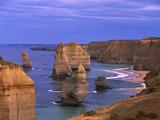 Twelve Apostles Limestone Cliffs, Port Campbell National Park, Victoria, Australia Reproduction photographique par Konrad Wothe