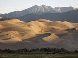 Great Sand Dunes with the Sangre De Cristo Mountains at Sunrise Reproduction photographique par Scott S. Warren