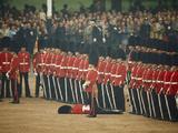 Irish Guards Remain at Attention after One Guardsman Faints Reproduction photographique par James P. Blair