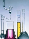 Different flasks with fluids Reproduction photographique par Paul Steeger