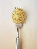 Fork with spaghetti Fotografisk tryk af Oliver Eltinger