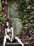 Woman Sitting on Doorstep Fotografisk tryk af Elisa Lazo De Valdez