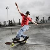 Skateboarder Performing Tricks Lámina fotográfica