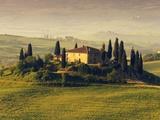 Tuscan Villa at Sunrise Fotografie-Druck von Frank Krahmer