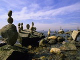 Balanced Rocks Along Seawall, Stanley Park, Vancouver, British Columbia, Canada. Reproduction photographique par Ron Watts