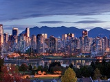 Vancouver skyline in front of North Shore Mountains Toile tendue sur châssis par Ron Watts