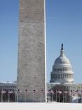 Snowy Washington Monument and U.S. Capitol building Reproduction photographique par Cameron Davidson