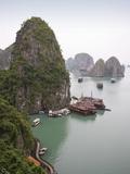 Boats in Halong Bay in Vietnam Fotografie-Druck von José Fuste Raga