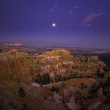 Moonrise over Bryce Canyon National Park Stampa fotografica di John Eastcott & Yva Momatiuk